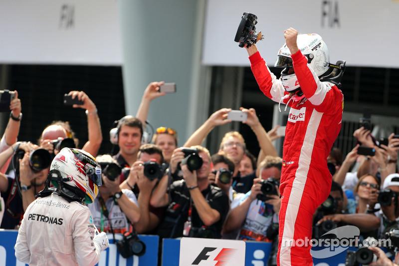 Sebastian Vettel, Scuderia Ferrari, dan Lewis Hamilton, Mercedes AMG F1 Team