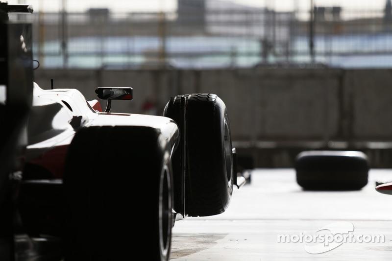 MP Motorsport car di garage