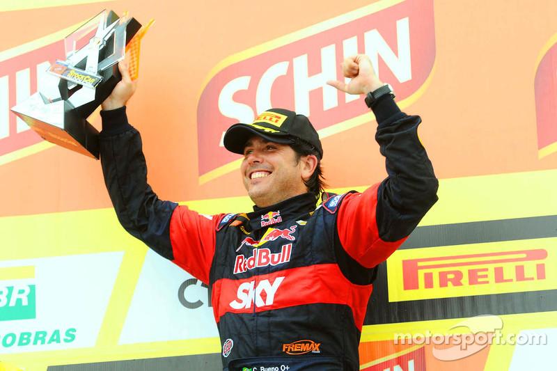 Race winner Caca Bueno, Red Bull Racing Chevrolet