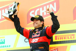 Race winner Caca Bueno, Red Bull Racing Chevrolet