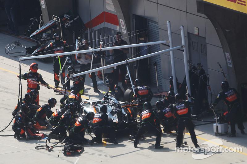 Sergio Perez, Sahara Force India F1 VJM08, beim Boxenstopp