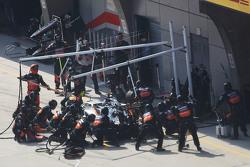 Sergio Perez, Sahara Force India F1 VJM08 faz pit stop