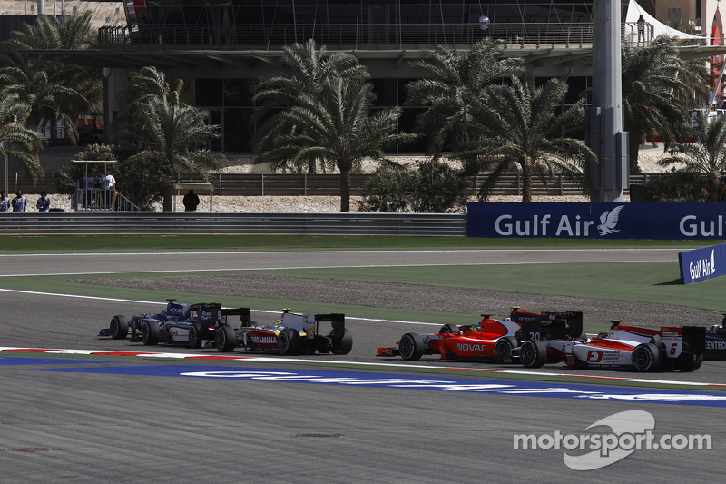 Julian Leal, Carlin; Mitch Evans, RUSSIAN TIME, und Rio Haryanto, Campos Racing, beim Start