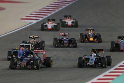 Carlos Sainz jr., Scuderia Toro Rosso STR10, und Sergio Perez, Sahara Force India F1 VJM08