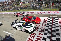 #16 Team Bentley Dyson Racing, Bentley Continental GT3: Chris Dyson und #64 Scuderia Corsa, Ferrari 458 GT3 Italia: Duncan Ende