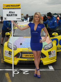 Dextra Racing grid girl