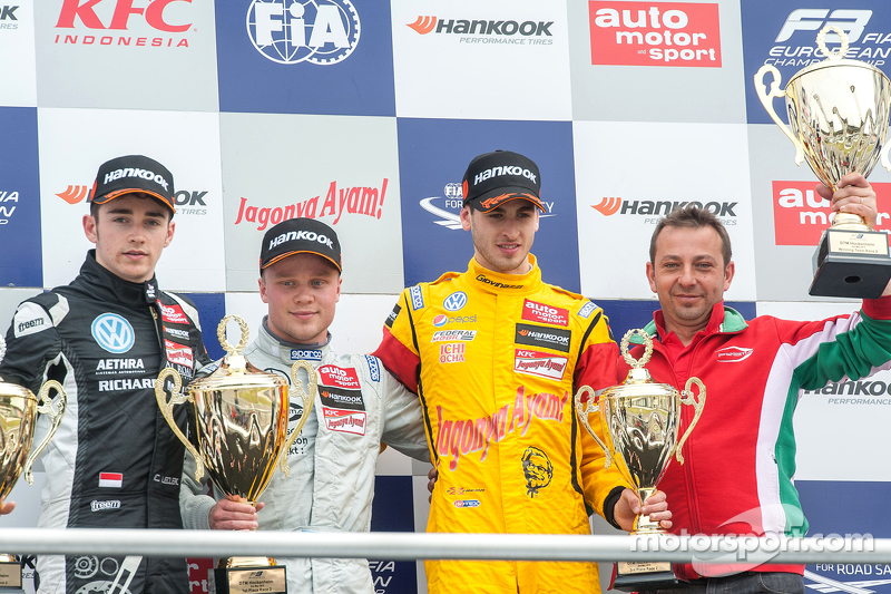 Podium: second place Charles Leclerc, Van Amersfoort Racing and winner Felix Rosenqvist, Prema Powerteam and third place Antonio Giovinazzi, Jagonya Ayam with Carlin