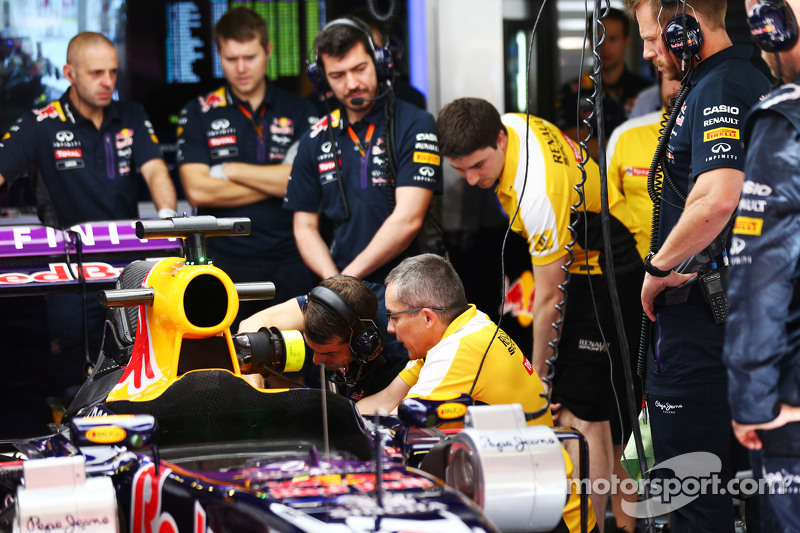 Der Red Bull Racing RB11 von Daniel Ricciardo, Red Bull Racing, in der Box