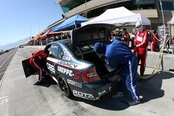 Arrêt aux stands pour la Subaru Legacy #93 GOTO Racing : Brian Lock, Chris Lock, Gary Sheehan