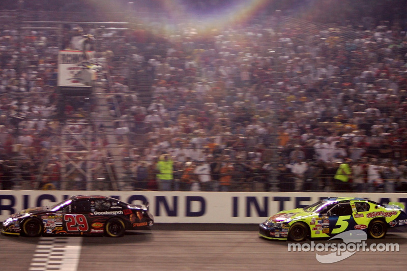 Kevin Harvick takes the checkered flag ahead of Kyle Busch