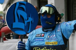 Renault F1 pit crew