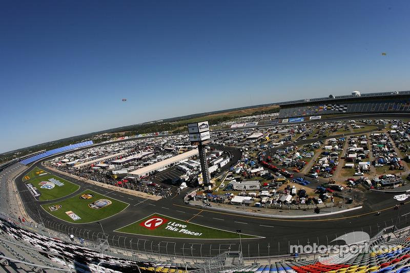 Une vue du Lowe's Motor Speedway Charlotte depuis le virage 1