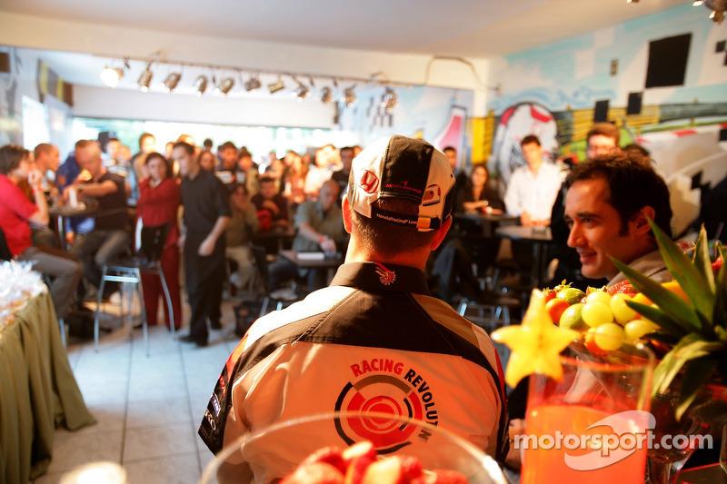 Jour des RP Lucky Strike : Rubens Barrichello accorde une interview
