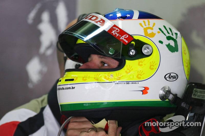 Rubens Barrichello avec un nouveau dessin de casque pour cette course