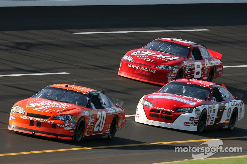 Tony Stewart, Kasey Kahne et Dale Earnhardt Jr.