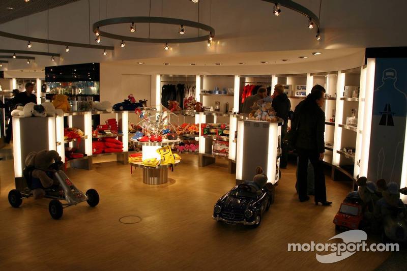 Dans le nouveau Musée Mercedes-Benz à Stuttgart-Untertürkheim