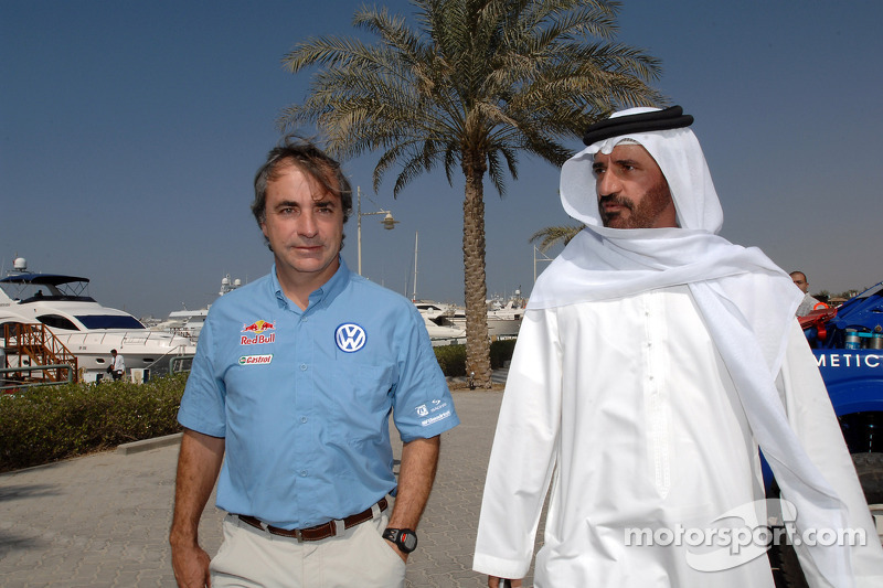 Le Vice-Président de la FIA pour le sport et le pilote 14 fois champion Middle East RallyMohamed Ben Sulayem avec Carlos Sainz