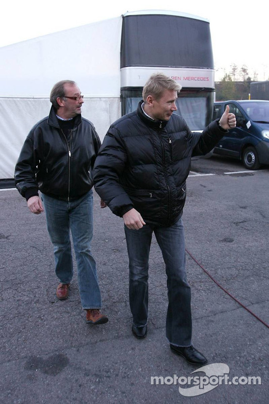 Mika Hakkinen con su manager Didier Coton