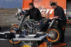 Team Rally Repsol KTM: Team Rally Repsol KTM team members at work
