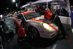 Pitstop for #17 Doncaster Racing Porsche GT3 Cup: Dave Lacey, Greg Wilkins, Johnny Mowlem, Tom Papadopoulos, Lance Arnold