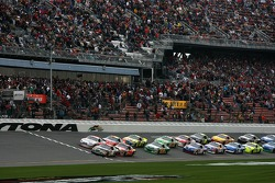 Start: Ricky Rudd and David Stremme lead the field