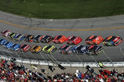 David Gilliland and Ricky Rudd lead the field to the green flag
