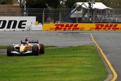 Heikki Kovalainen, Renault F1 Team, stopped on track