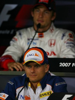 Heikki Kovalainen, Renault F1 Team and Jenson Button, Honda Racing F1 Team