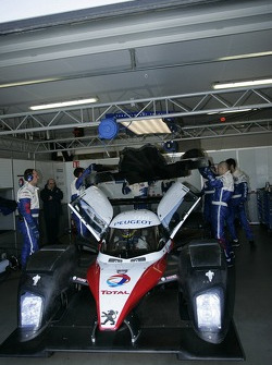 Team Peugeot Total pit area