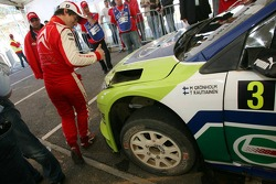 Sébastien Loeb gives a thumbs up to Marcus Gronholm