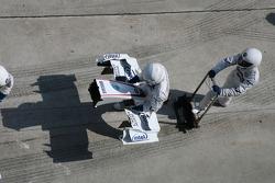 BMW Sauber Nose cone pitstop