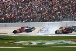 Regan Smith and Ricky Rudd slide through the front straight