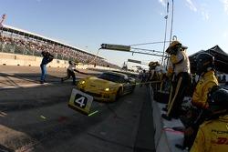 Arrêt au stand pour #4 Corvette Racing Corvette C6-R: Oliver Gavin, Olivier Beretta