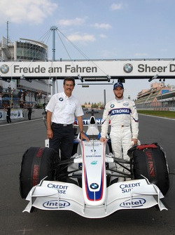 Dr. Mario Theissen, BMW Sauber F1 Team, BMW Motorsport Direktör ve Nick Heidfeld, BMW Sauber F1 Team