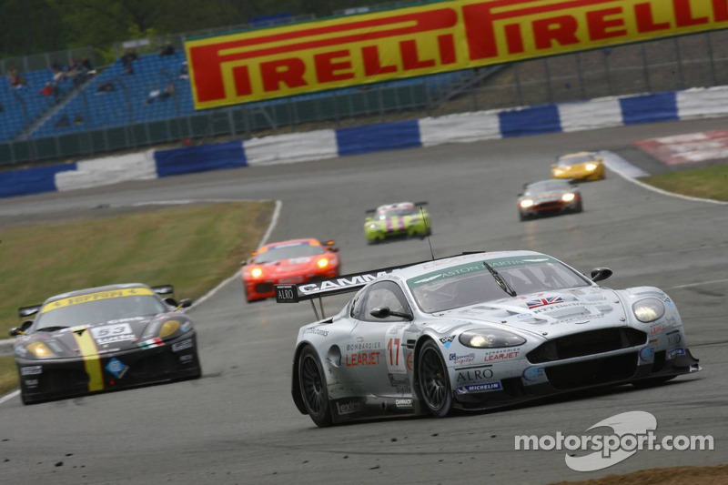 #17 Barwell Motorsport Aston Martin DBR9: Piers Johnson, Jonathan Cocker