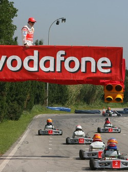 Vodafone Spain Go-Karting Challenge: Fernando Alonso, McLaren Mercedes, watches the track action