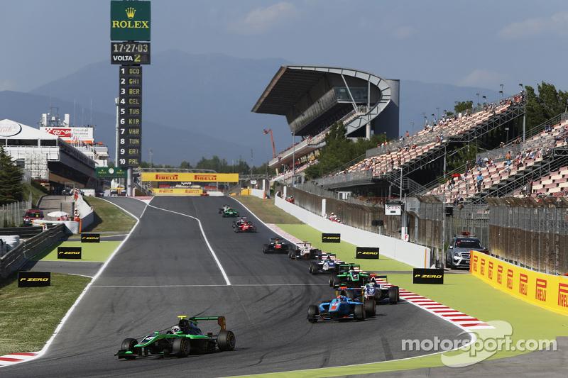 Alex Fontana, Status Grand Prix领先于Ralph Boschung, Jenzer Motorsport和Matthew Parry, Koiranen GP