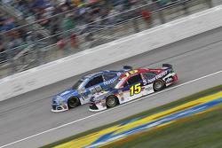 Dale Earnhardt jr., Hendrick Motorsports, Chevrolet, und Clint Bowyer, Michael Waltrip Racing, Toyota