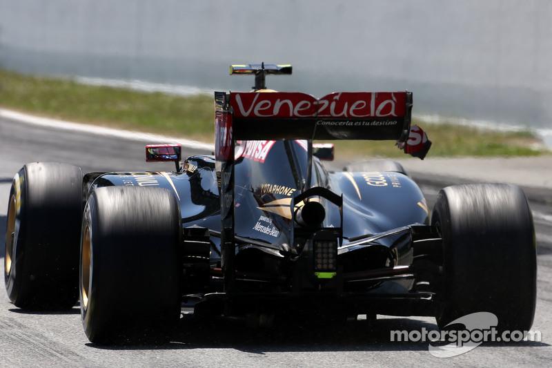 Пастор Мальдонадо, Lotus F1 Team має проблеми з заднім крилом