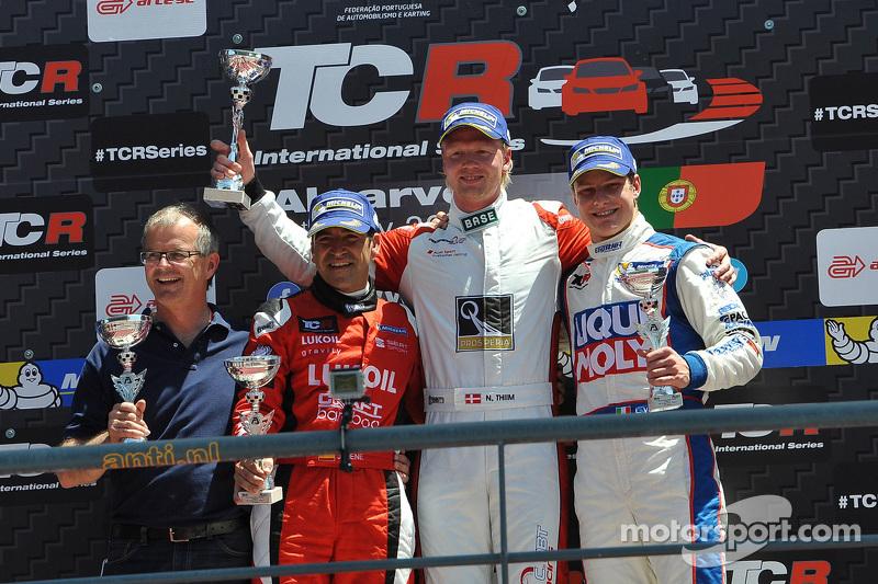 1. Nicki Thiim, Audi TT, Liqui Moly Team Engstler, 2. Jordi Gene, SEAT Leon, Craft Bamboo Racing LUKOIL, und 3. Lorenzo Veglia, SEAT Leon, Liqui Moly Team Engstler