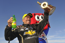 El ganador de Funny Car,  John Force
