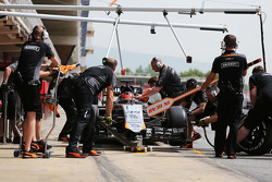 Esteban Ocon, Sahara Force India F1 VJM08 Piloto de pruebas en los pits