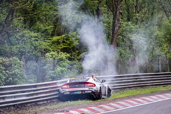 #50 Aston Martin Test Centre, Aston Martin GT12: Chris Harris, Shinichi Katsura, Kazunori Yamauchi, Andreas Gülden mit heftigem Unfall am Bergwerk