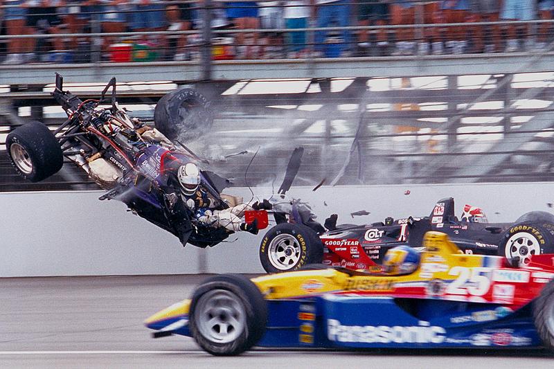 Stan Fox suffers a huge crash bersama Eddie Cheever