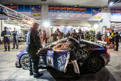 Arrêt aux stands pour la #88 Stadavita Racing Team Aston Martin Vantage V8 GT4 : Scott Preacher, Robert Thomson