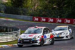 #152 Frikadelli Racing Renault Clio: John Shoffner, Janine Hill, Thomas Leyherr