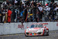 Checkered flag: #75 Getspeed Performance Porsche 997 GT3 Cup: Adam Osieka, Dieter Schornstein, Andy Sammers