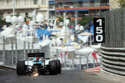 Felipe Massa, Williams FW37 tira faíscas do carro