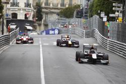 Robert Visoiu, Rapax; Pierre Gasly, DAMS, und Sergio Canamasas, MP Motorsport