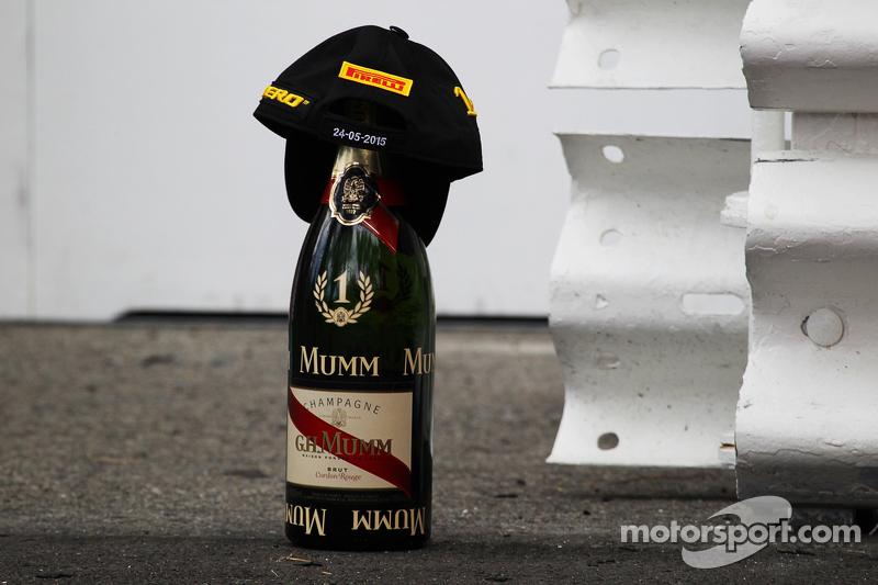 Champagne and cap of winner Nico Rosberg, Mercedes AMG F1